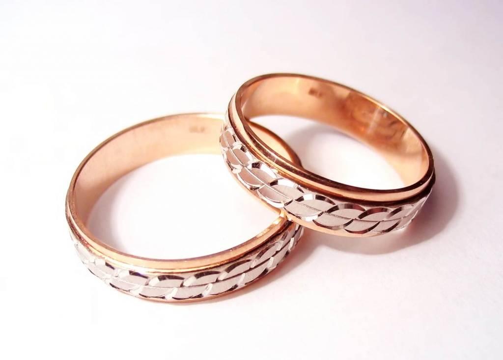 Кольца из красного драгоценного металла
