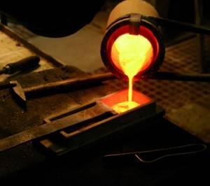 Формирование слитка из расплавленного драгоценного металла