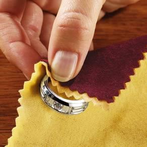 Чтобы вернуть своему украшению былой блеск, следует его правильно почистить