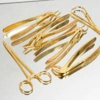 Медицинские инструменты изготавливают из особого сплава металла