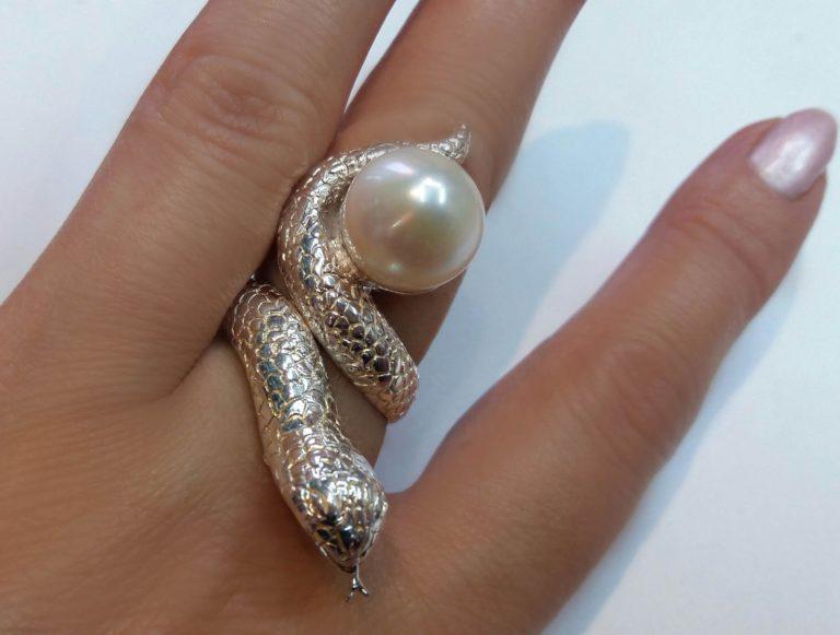 перстень из родированного серебра