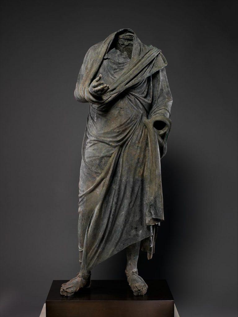 Бронзовая статуя мужчины