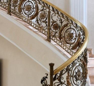 Перила и лестницы с элементами бронзы