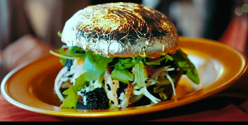 Самый дорогой гамбургер, покрытый золотом