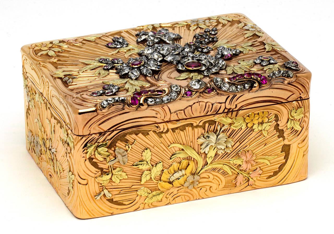 Золотая шкатулка с бриллиантами и рубинами